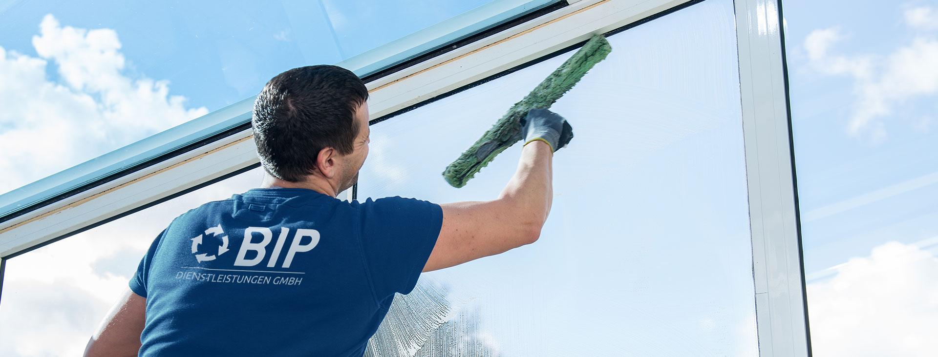 Reinigungsdienst verwendet ökologische Reinigungsprodukte